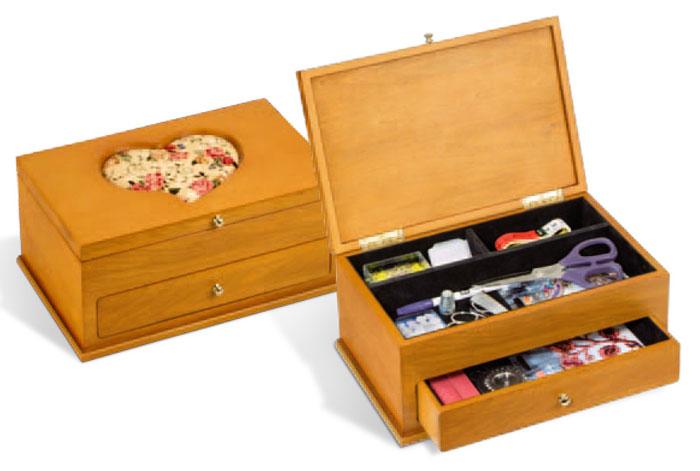 Travailleuses coffrets valise travailleuses bois for Coffret de rangement couture