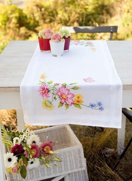 chemins de table en kit broder chemins de table imprim s vervaco fleurs printani res chemin. Black Bedroom Furniture Sets. Home Design Ideas
