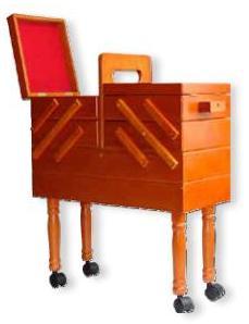 Coffrets valise et travailleuses travailleuses en bois for Rangement couture travailleuse